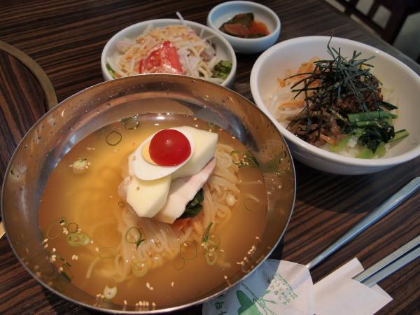 冷麺とピビンパランチ