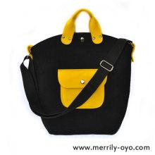 黄色いポケットのバッグ