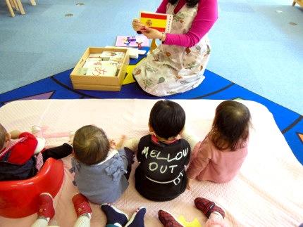 フラッシュカードと絵本 1歳児