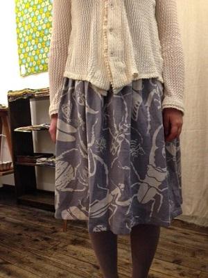 虫スカート1