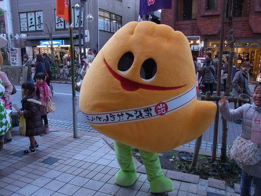 20140111浅草公会堂前 (2)