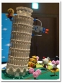 おでんくんが支えるピサの斜塔