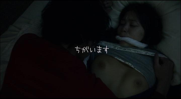 【受難】岩佐真悠子の濡れ場&素晴らしい(?)ヌード!服絡み、両方の乳首が露出