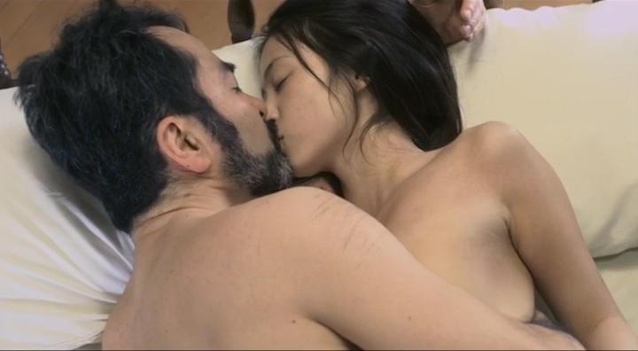 【受難】岩佐真悠子の濡れ場&素晴らしい(?)ヌード!全裸絡みでキス