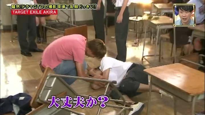 2代目【GTO】2部、鬼塚が傷害事件!?テイク3、倒れた生徒を気遣う鬼塚