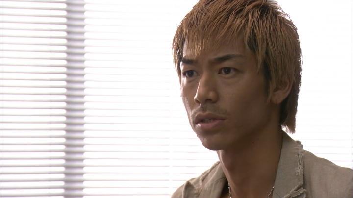 2代目【GTO】第2部第1話、鬼塚の髪の色が金髪