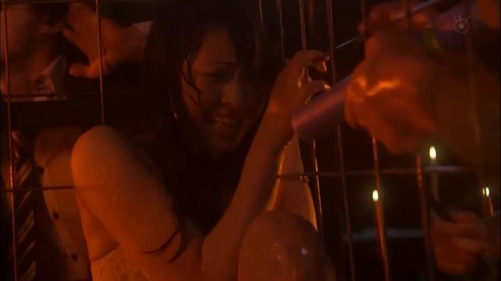 2代目【GTO】2部、百合原さつき(木崎ゆりあ)脱ぎ&キス、さつき下着(正面)3