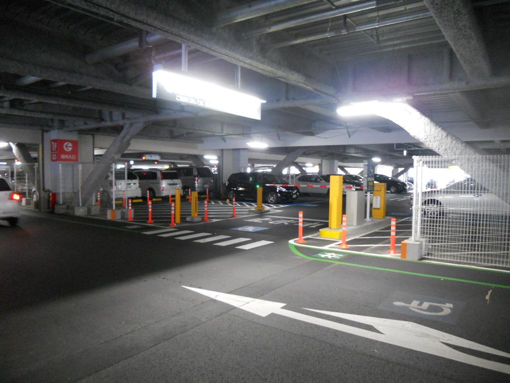 イオン幕張新都心でGモール車椅子専用駐車場の入り方、専用スペース(登録用)入り口