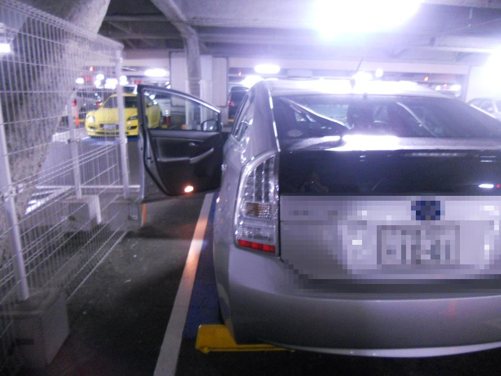 イオン幕張新都心でGモール車椅子専用駐車場の入り方、駐車スペース2(運転席分)助手席開き後ろ