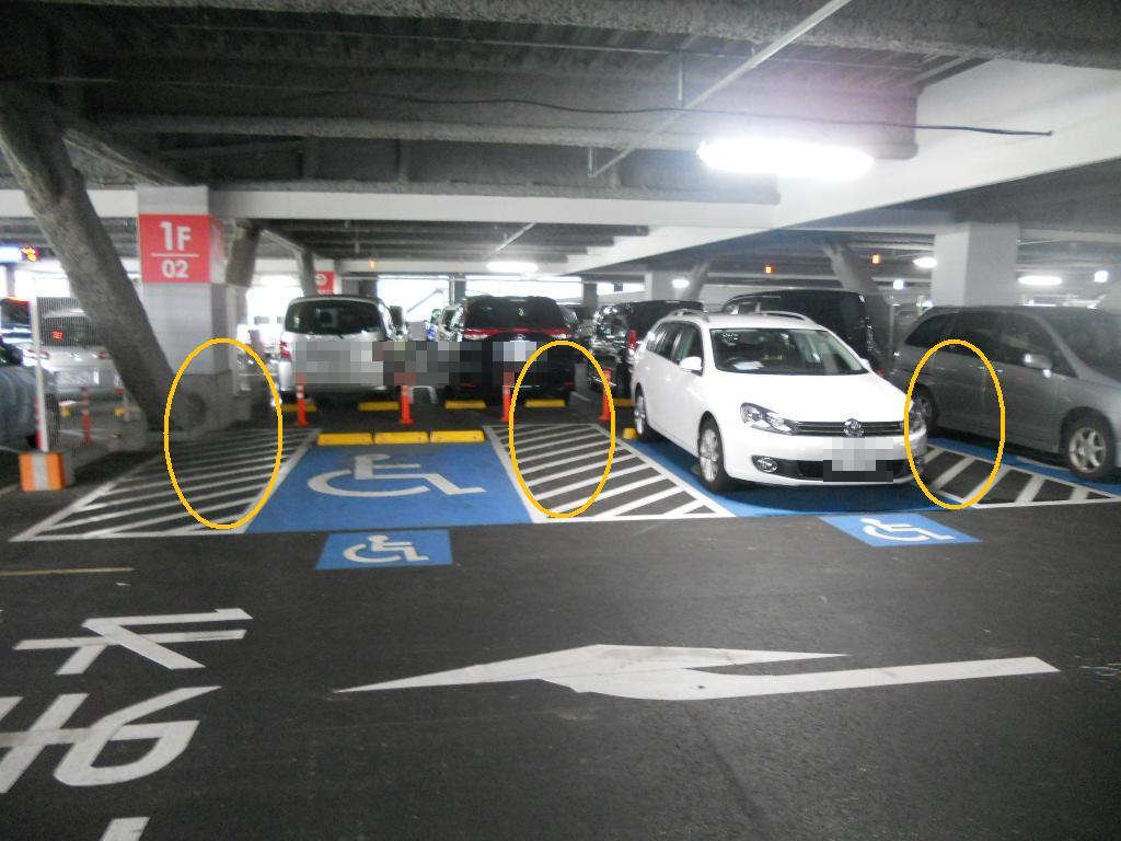 イオン幕張新都心でGモール車椅子専用駐車場の入り方、駐車スペース1(両者台分)