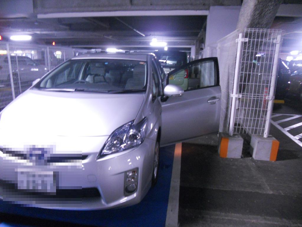イオン幕張新都心でGモール車椅子専用駐車場の入り方、駐車スペース2(運転席分)助手席開き前
