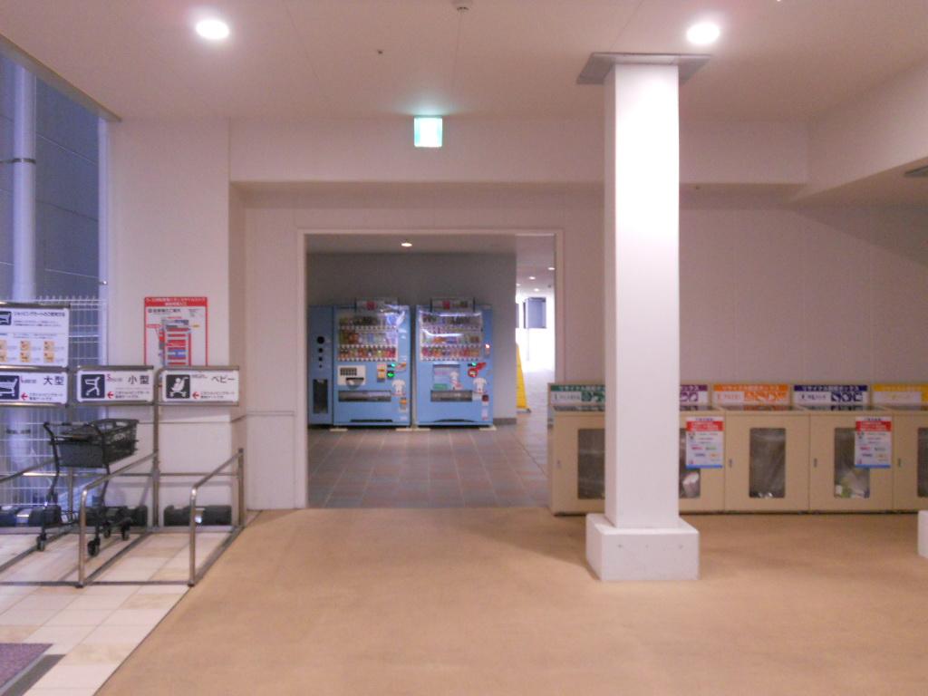 イオン幕張新都心でGモール車椅子専用駐車場の入り方、店内入り口の横