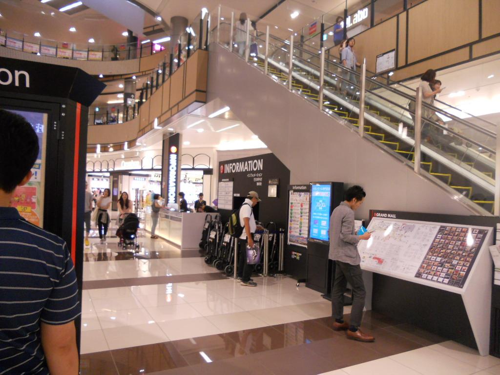 イオン幕張新都心でGモール車椅子専用駐車場の入り方、インフォメーションセンター
