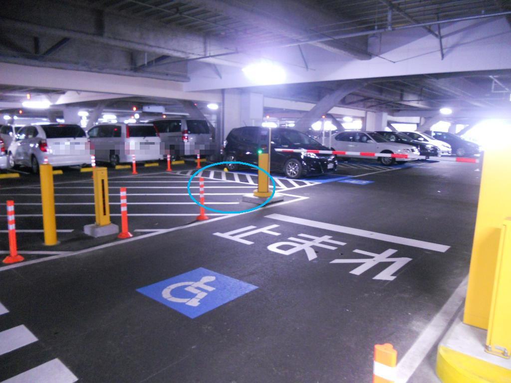 イオン幕張新都心でGモール車椅子専用駐車場の入り方、車椅子の出口を車目線