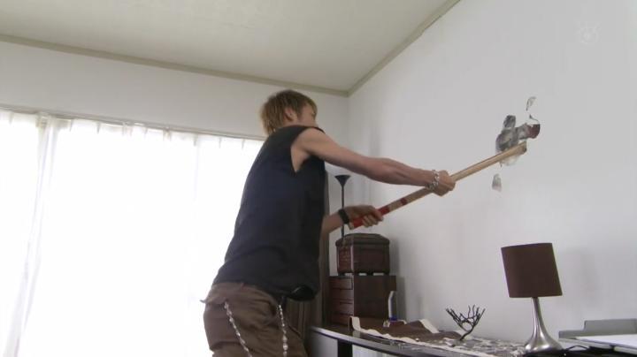 2代目【GTO】第2部第4話、第1部で壁に穴を開けた鬼塚