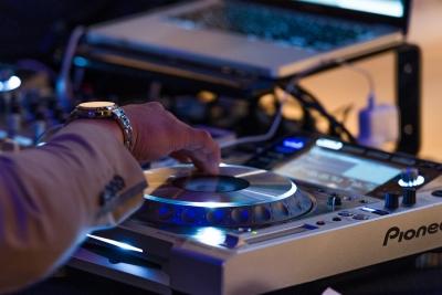 DJ ターンテーブル