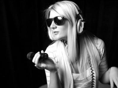 ヘッドホンしているときの私(イメージ) ファッション センス 女性