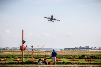通り過ぎる 飛行機