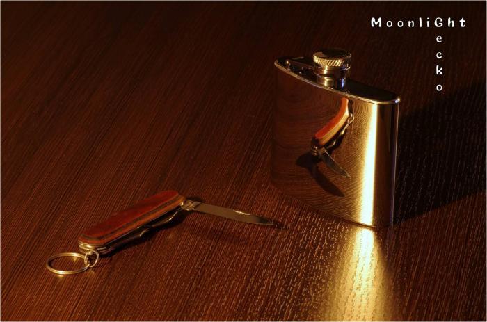 スキットルとナイフ
