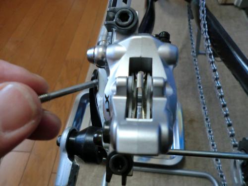 油圧ディスクブレーキのセンタリング調整・6