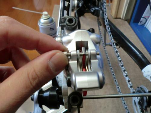 油圧ディスクブレーキのセンタリング調整・13