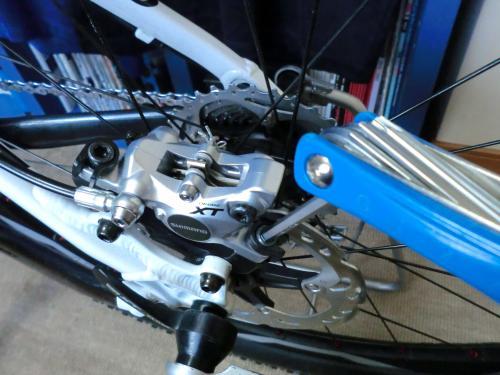 油圧ディスクブレーキのセンタリング調整・16