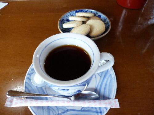 食後のコーヒーと手作りのそば粉のクッキー