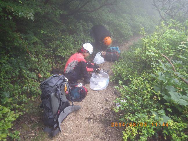 登山道に出た