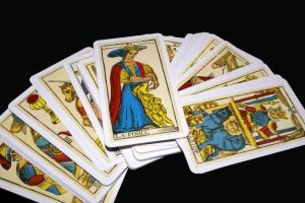 tarot-cards_21080831_20140628044236831.jpg
