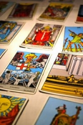 tarot-reading-1_2189256.jpg