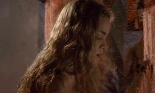 アリシー・ブラガ 男に跨って淫らに腰を振る濡れ場
