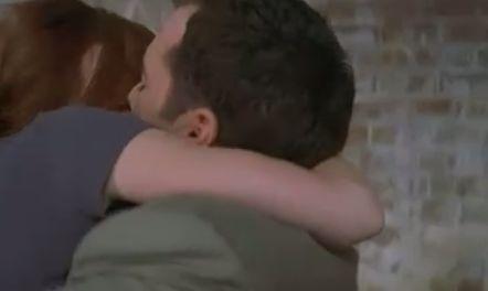 ジェニファー・ラブ・ヒューイット 抱き合って濃厚なキスを繰り返す濡れ場