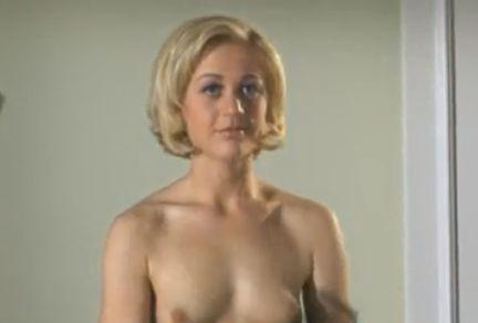 ジュリア・レーマン 極上ボディを披露するヌードシーン