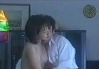 【川村愛子】胸をまさぐられて艶かしく悶える濡れ場