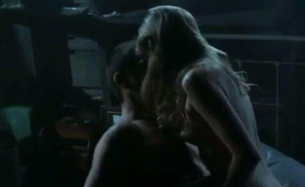 リリー・シモンズ 一糸まとわぬセクシー姿を披露する濡れ場