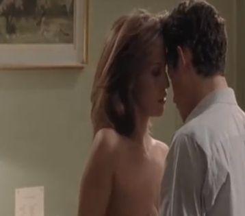 リンダ・アルディ ブラを外されて美乳が露わになるヌードシーン