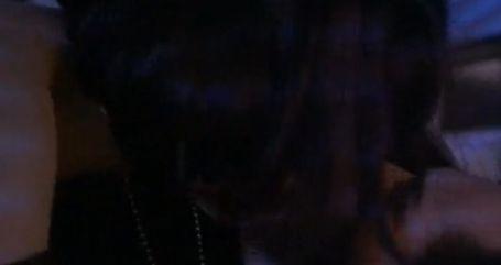 ローズ・マッゴーワン 抱き合って熱烈なキスをする濡れ場