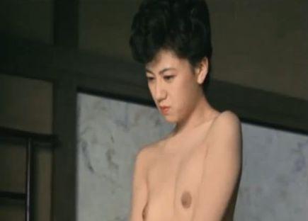 【斉藤絵里】妖艶ボディを惜しげもなく披露するヌードシーン