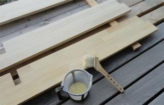 201405 本棚棚板を透明塗料で塗装