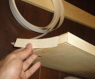 201407 棚に木口テープを貼ります