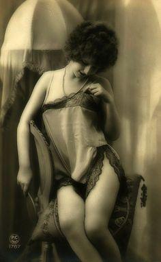 1920s erothic postcard