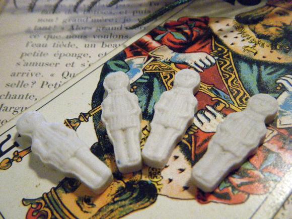 ガレットデロワ:フランス:フェーブ・FEVE:陶器、白磁ビスク、人物シリーズ 女の子 A 表