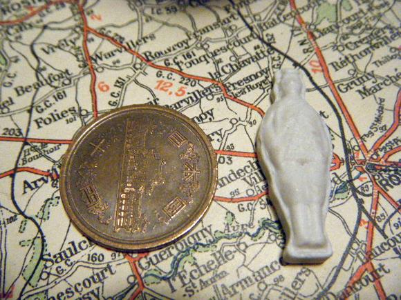 ガレットデロワ:フランス:フェーブ・FEVE:白磁ビスク、兵隊 王子 コインと アップ