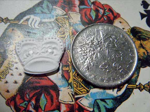 ガレットデロワ:フランス:フェーブ・FEVE:古いプラスチック 白、王冠 クラウン コインと 裏