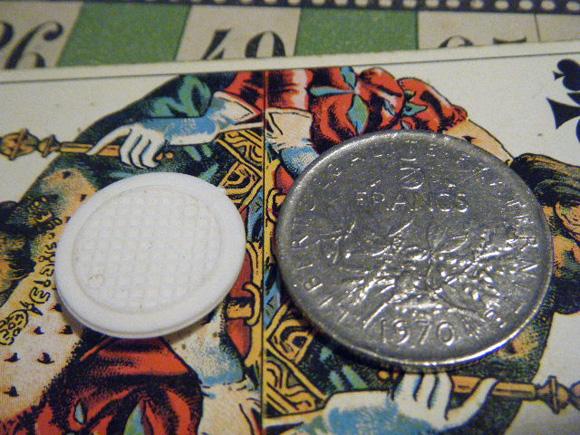ガレットデロワ:フランス:フェーブ・FEVE:古いプラスチック 白、お月様 月 満月 コインと 裏