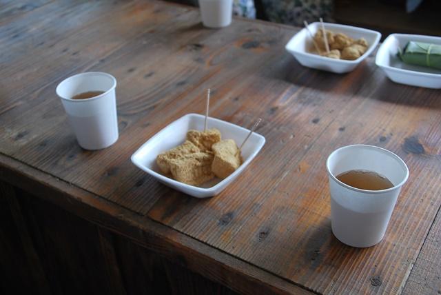 お茶と葛餅無料配布