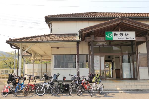 IMG_2152現像_岩瀬駅前チャリ集合現像