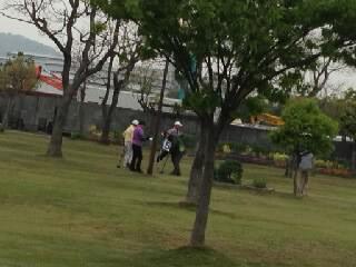 ゲートボールをしている老人達1
