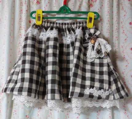 ブラウンチェックのスカート♪
