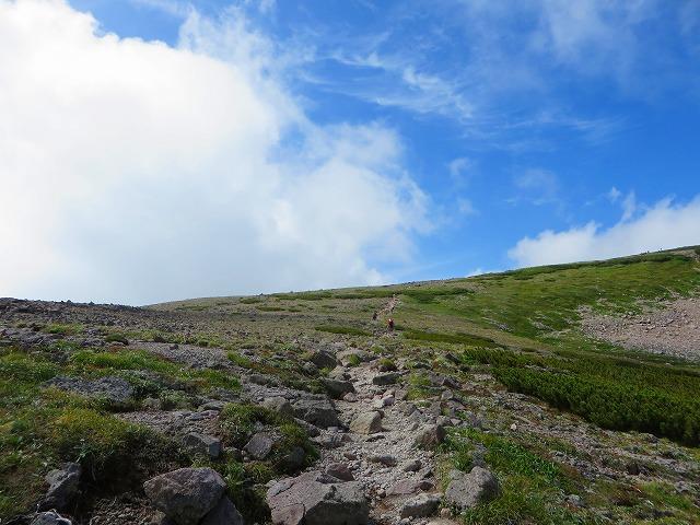 小泉岳分岐に向かう